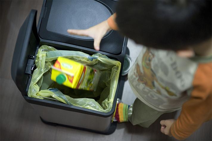Ocho de cada diez españoles afirman reciclar en casa los envases del contenedor amarillo