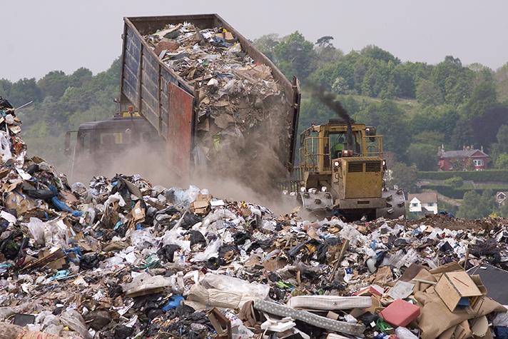 Blanco, gris y negro en la gestión de residuos en España