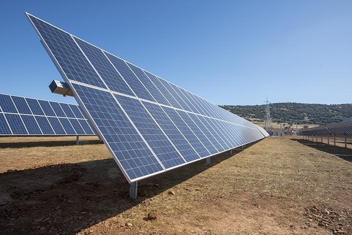 Naturgy puso en marcha en 2019 cinco plantas fotovoltaicas, su mayor proyecto fotovoltaico en nuestro país, cuya producción estimada supera los 480 GWh