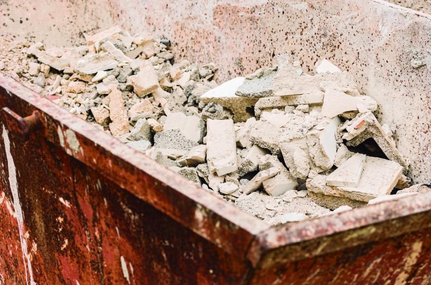 En el ámbito de la construcción, la Comisión Europea ha ido elaborando durante los últimos años planes de acción y protocolos acerca de la gestión de los residuos de construcción y demolición
