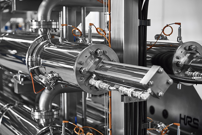 La hidrólisis térmica es un proceso de dos etapas que combina el tratamiento térmico a alta presión de la materia prima seguido de una rápida descompresión