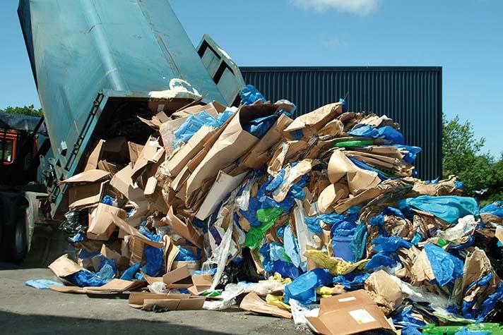 La recogida de cartón es muchas veces motivo de conflicto